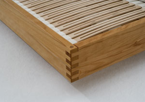 massivholzbett lounge metallfrei betten aus massivholz. Black Bedroom Furniture Sets. Home Design Ideas