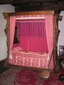 himmelbett auf der burg vianden in luxemburg. Black Bedroom Furniture Sets. Home Design Ideas